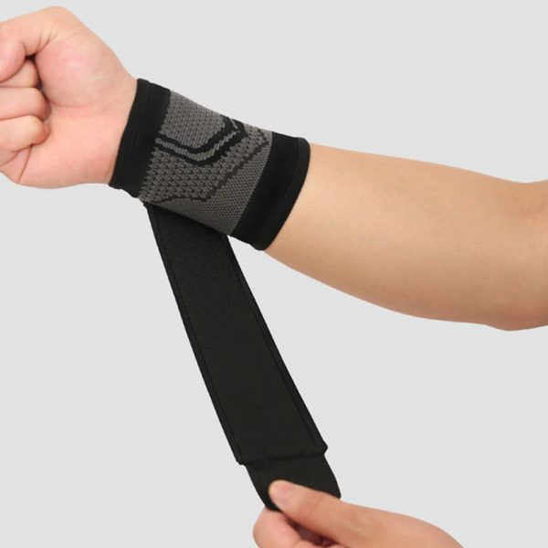 AOLIKES 7537 WRIST SUPPORT WITH ELASTIC STRAP – BLACK (1)